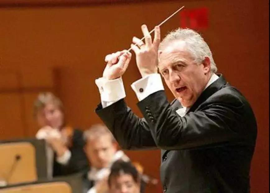 作曲家、指挥家 布拉姆韦尔·托维
