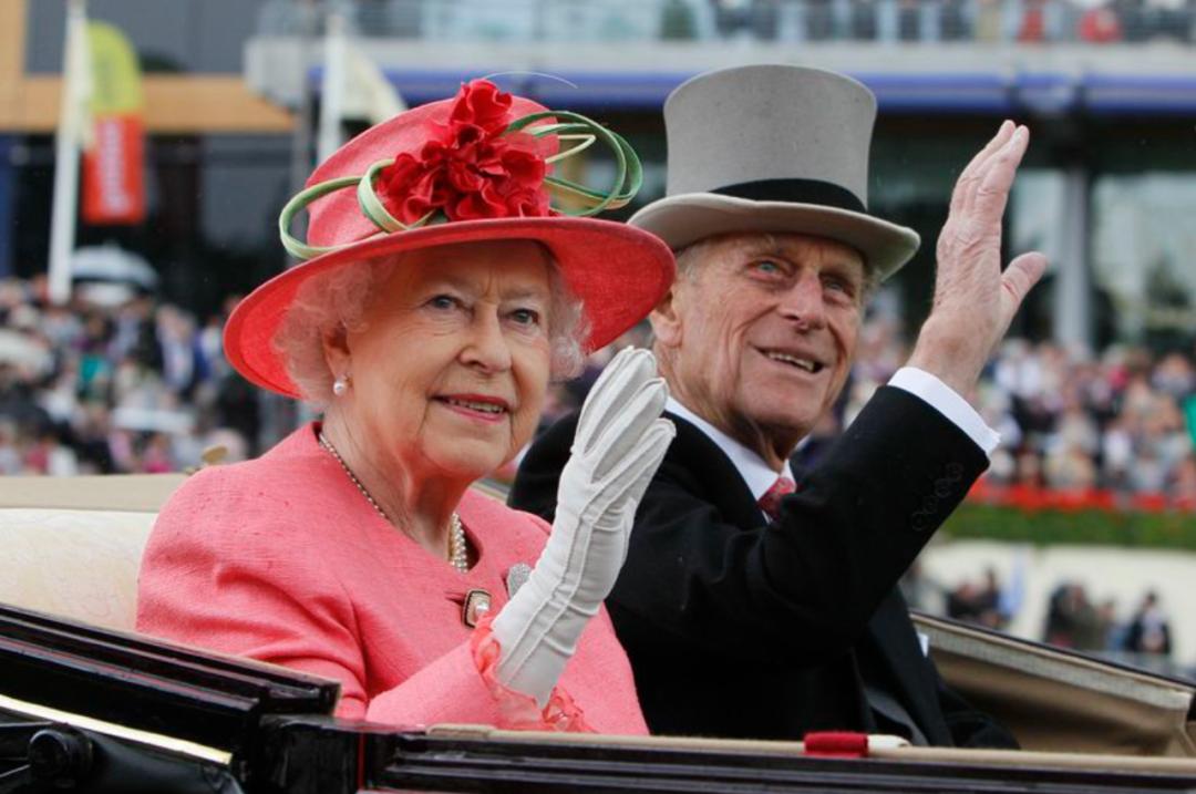 菲利普亲王和伊丽莎白二世乘坐马车